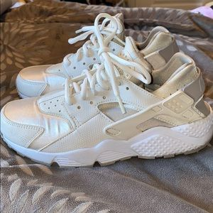 White Nike huaraches. Amazing condition!